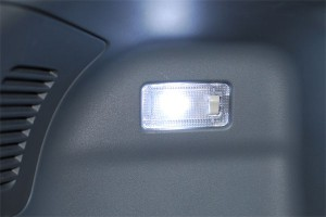20140826prius_alpha-LED-luggage
